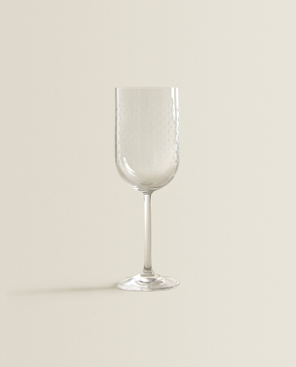 STAR-ETCHED WINE GLASS