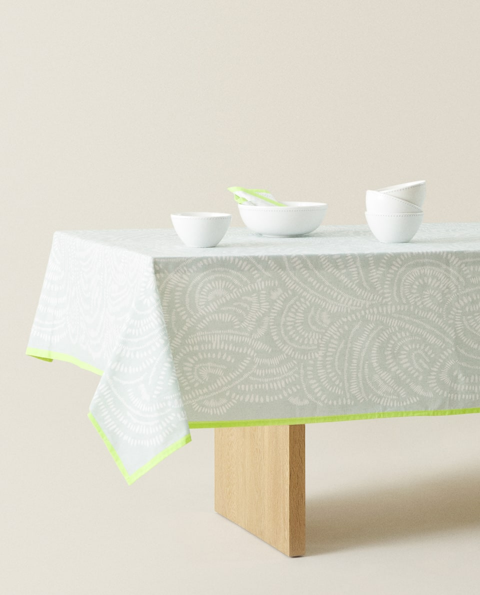 CONTRAST PRINT COTTON TABLECLOTH