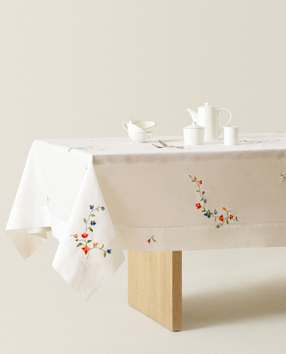 RAMIE TABLECLOTH WITH FLORAL EMBROIDERY