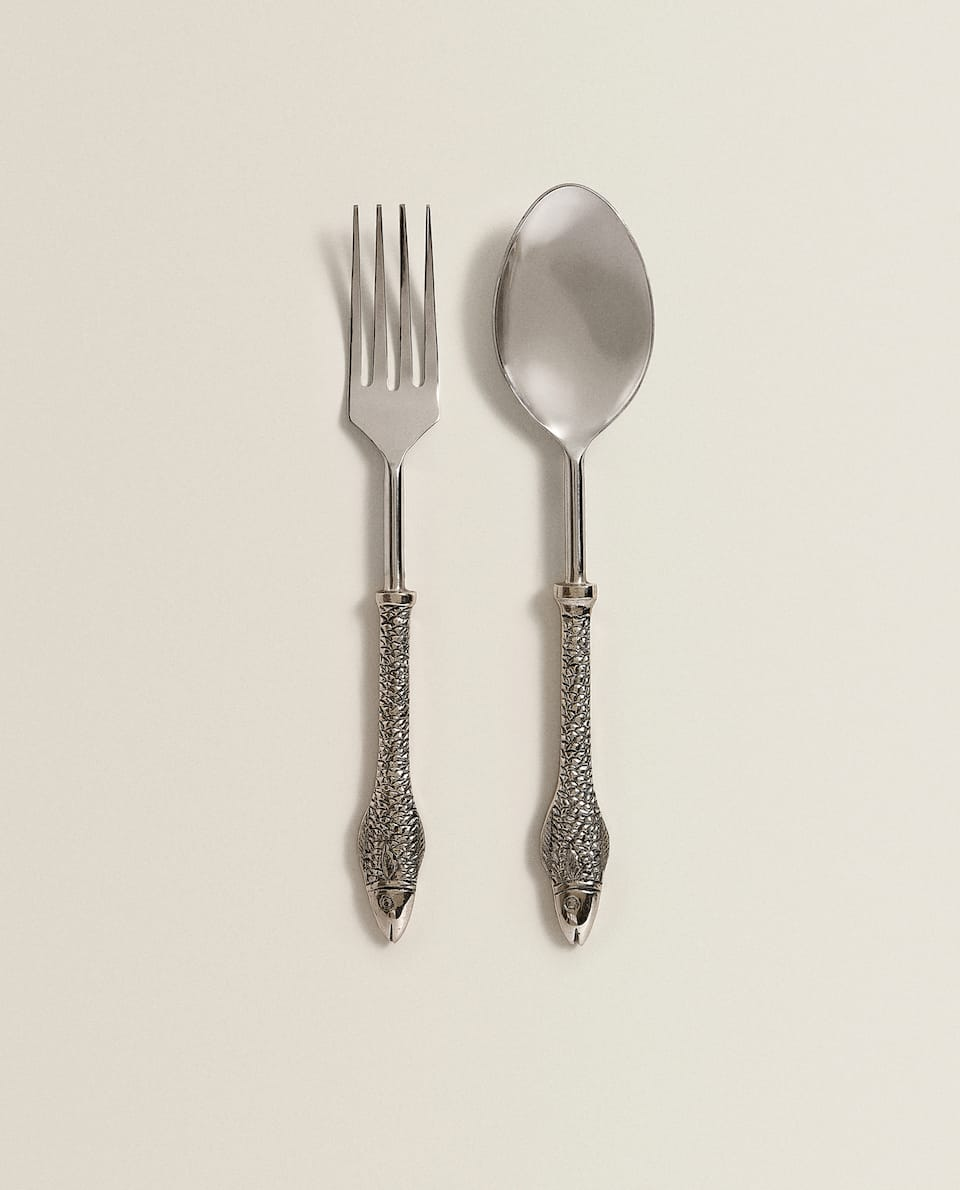 METAL SERVERS WITH FISH HANDLES (SET OF 2)