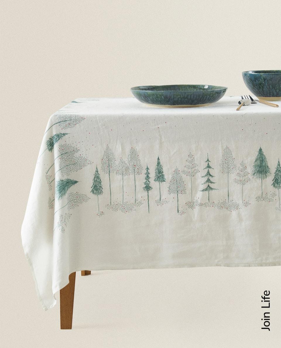 مفرش المائدة من الكتان مع طبعة أشجار