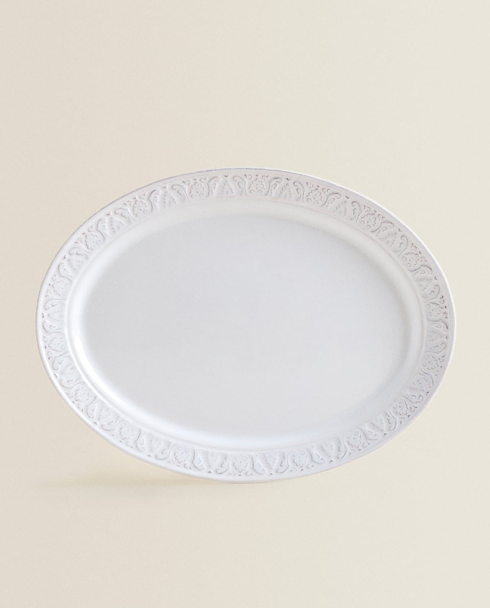 WHITE RAISED-DESIGN EARTHENWARE SERVING DISH