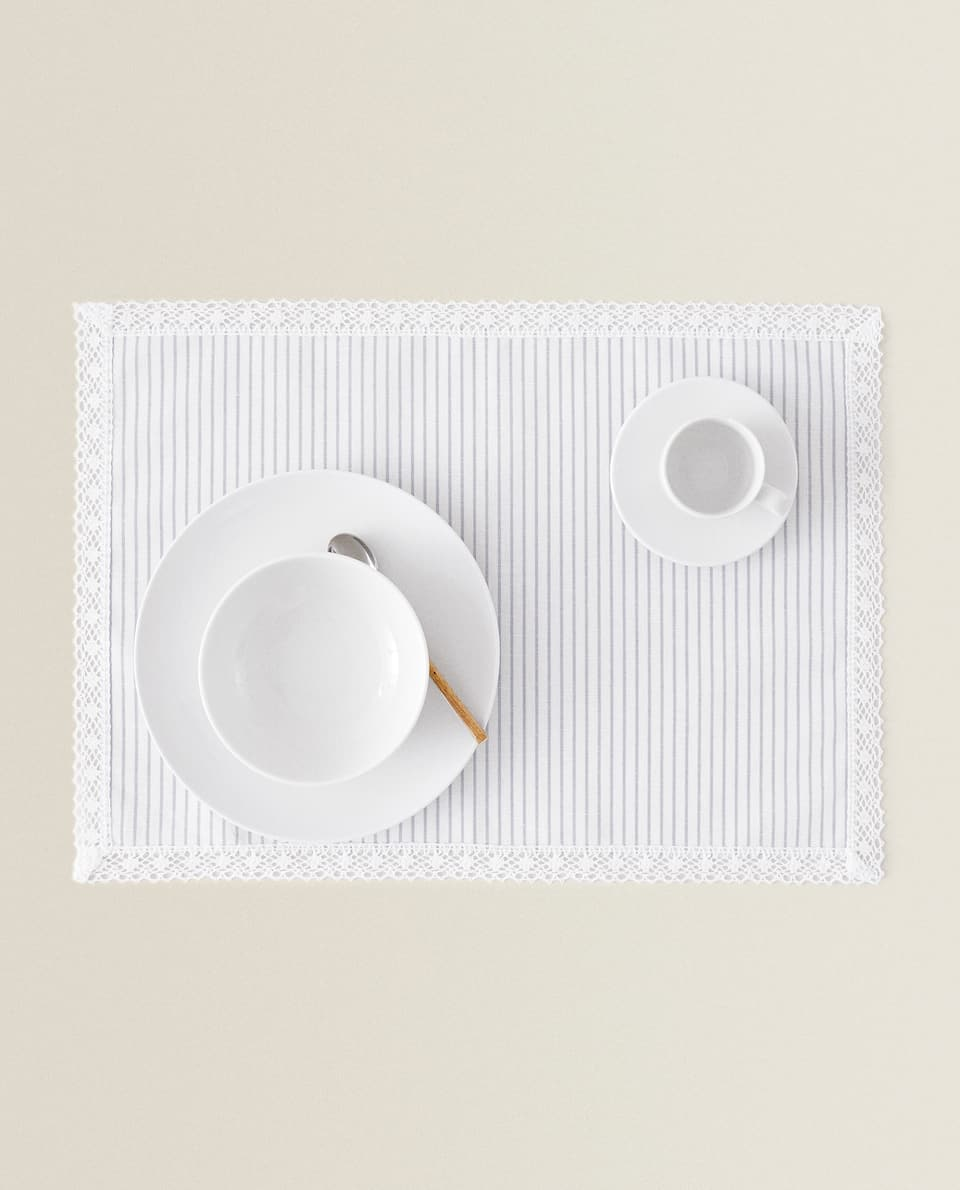 LINEN PLACEMAT WITH LACE TRIM