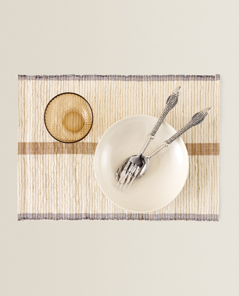 NATURAL FIBRE PLACEMAT WITH STRIPE