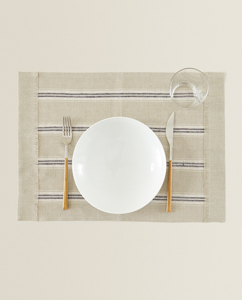 LINEN RECTANGULAR PLACEMAT WITH FRINGE