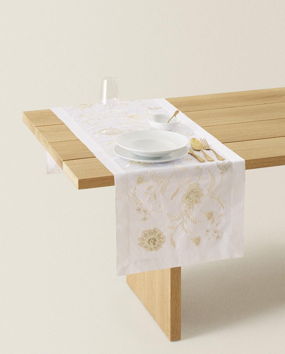 غطاء طاولة ضيق من القطن مع تطريز