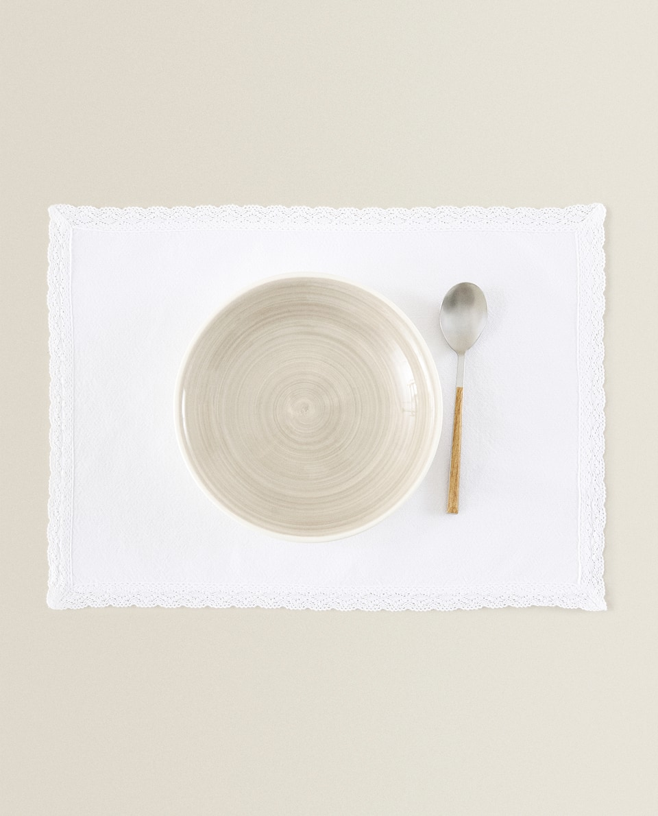 COTTON PLACEMAT WITH LACE TRIM