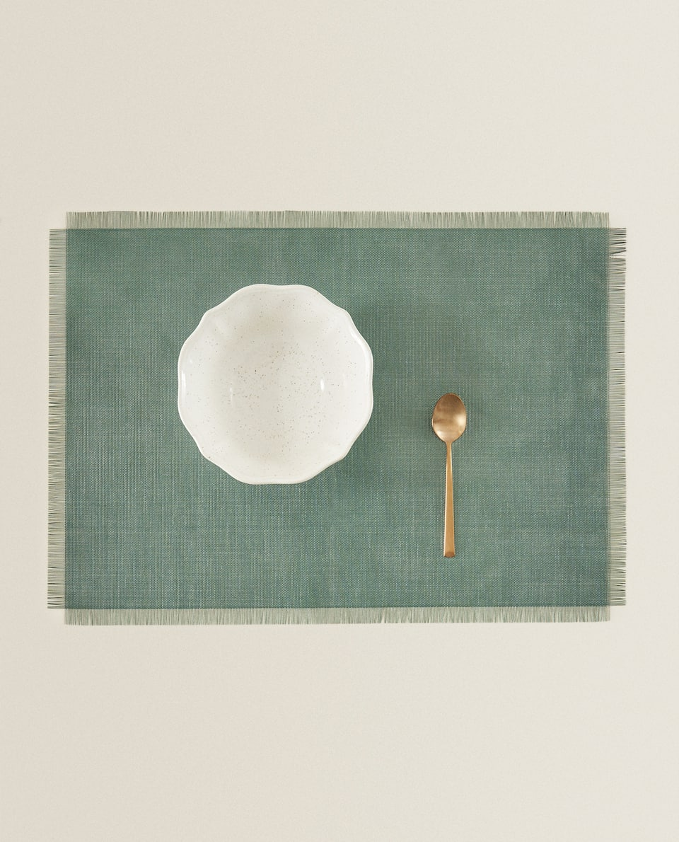 PLACEMAT WITH FRINGING