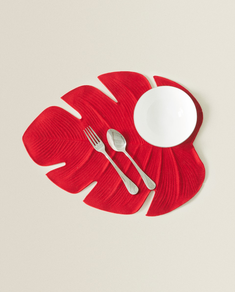 LEAF-SHAPED VELVET PLACEMAT