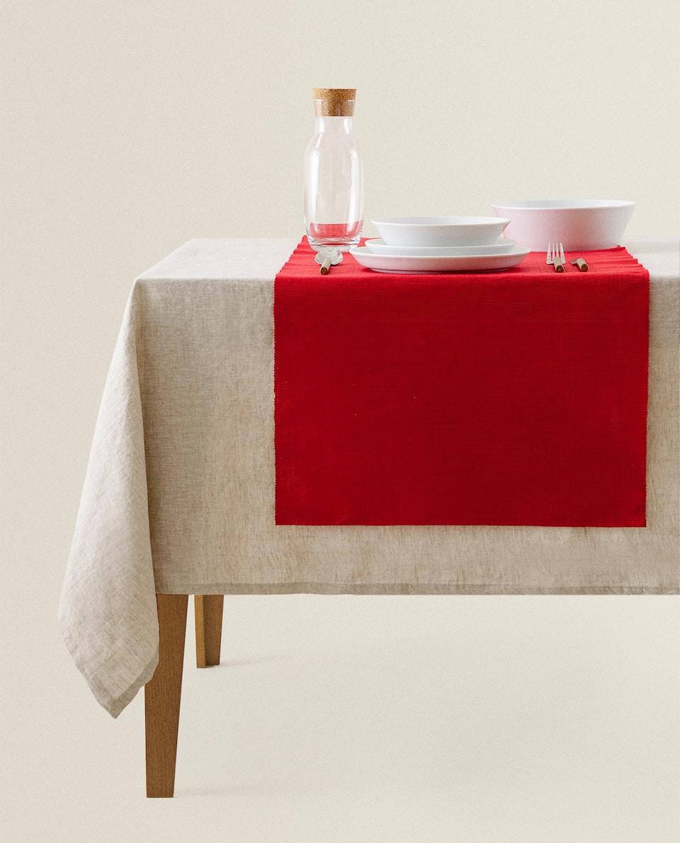 غطاء طاولة ضيق أحمر من القطن
