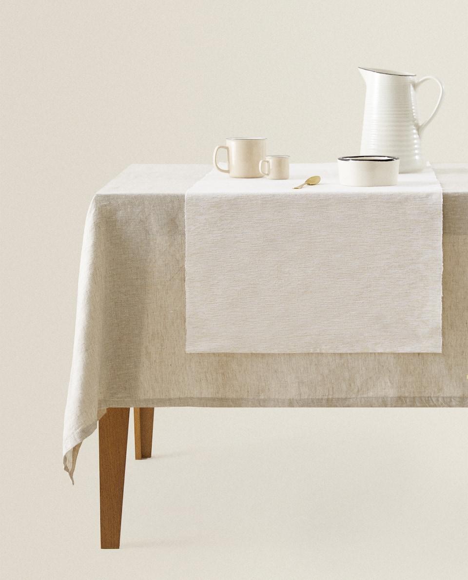 غطاء طاولة ضيق ذهبي من القطن