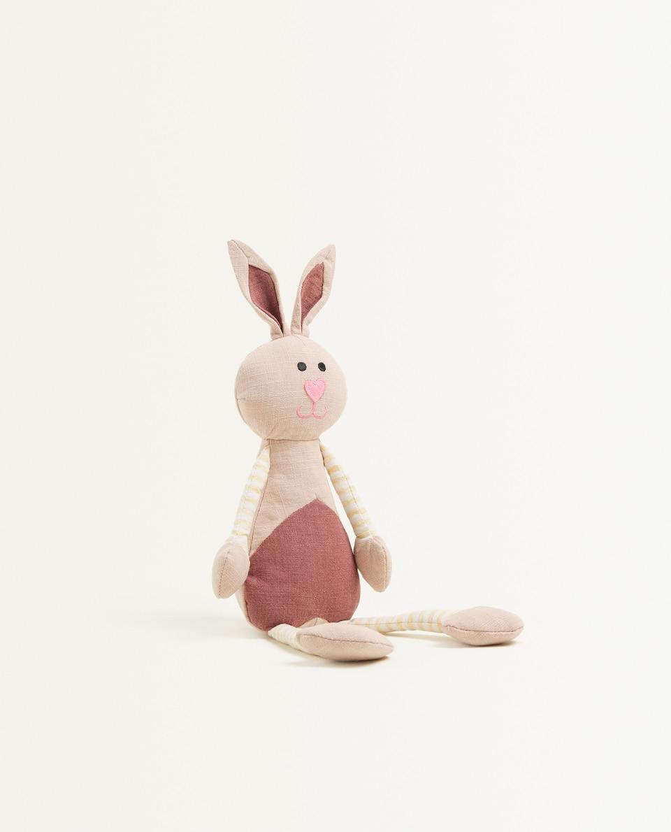 دمية الأرنب المحشوة والمتعددة الألوان