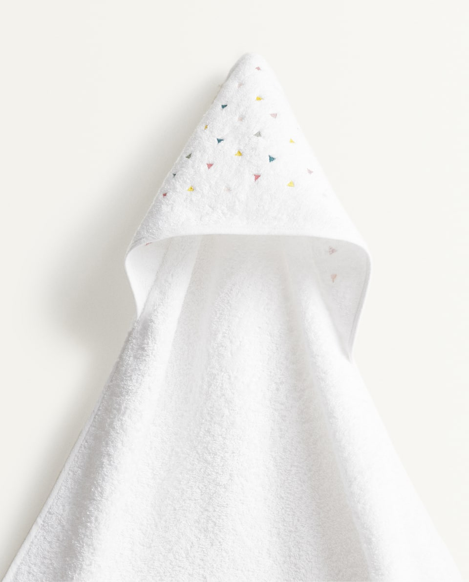 EMBROIDERED TRIANGLES HOODED TOWEL