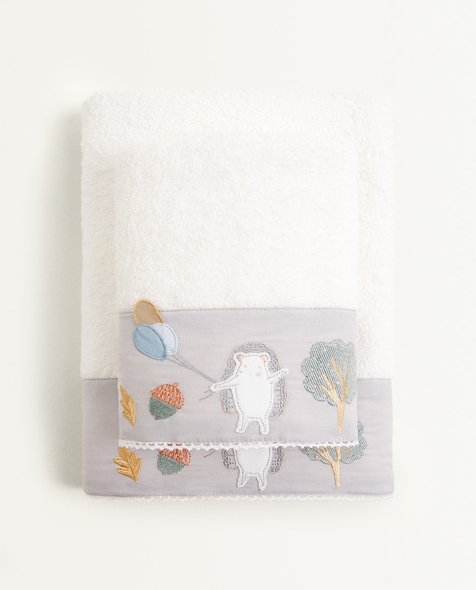 TOWEL WITH HEDGEHOG AND BALLOON EMBROIDERY