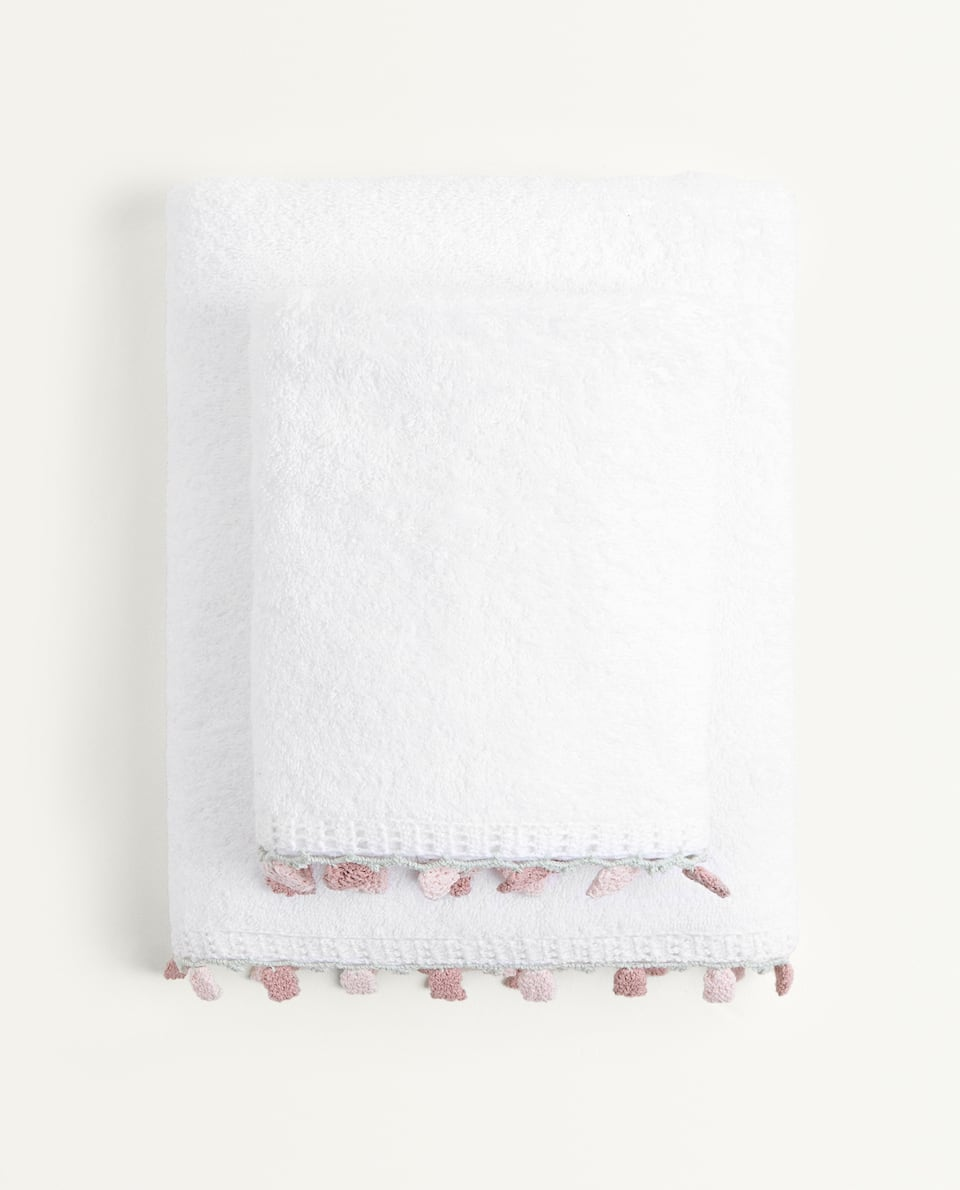 COTTON TOWEL WITH FLOWER MOTIFS