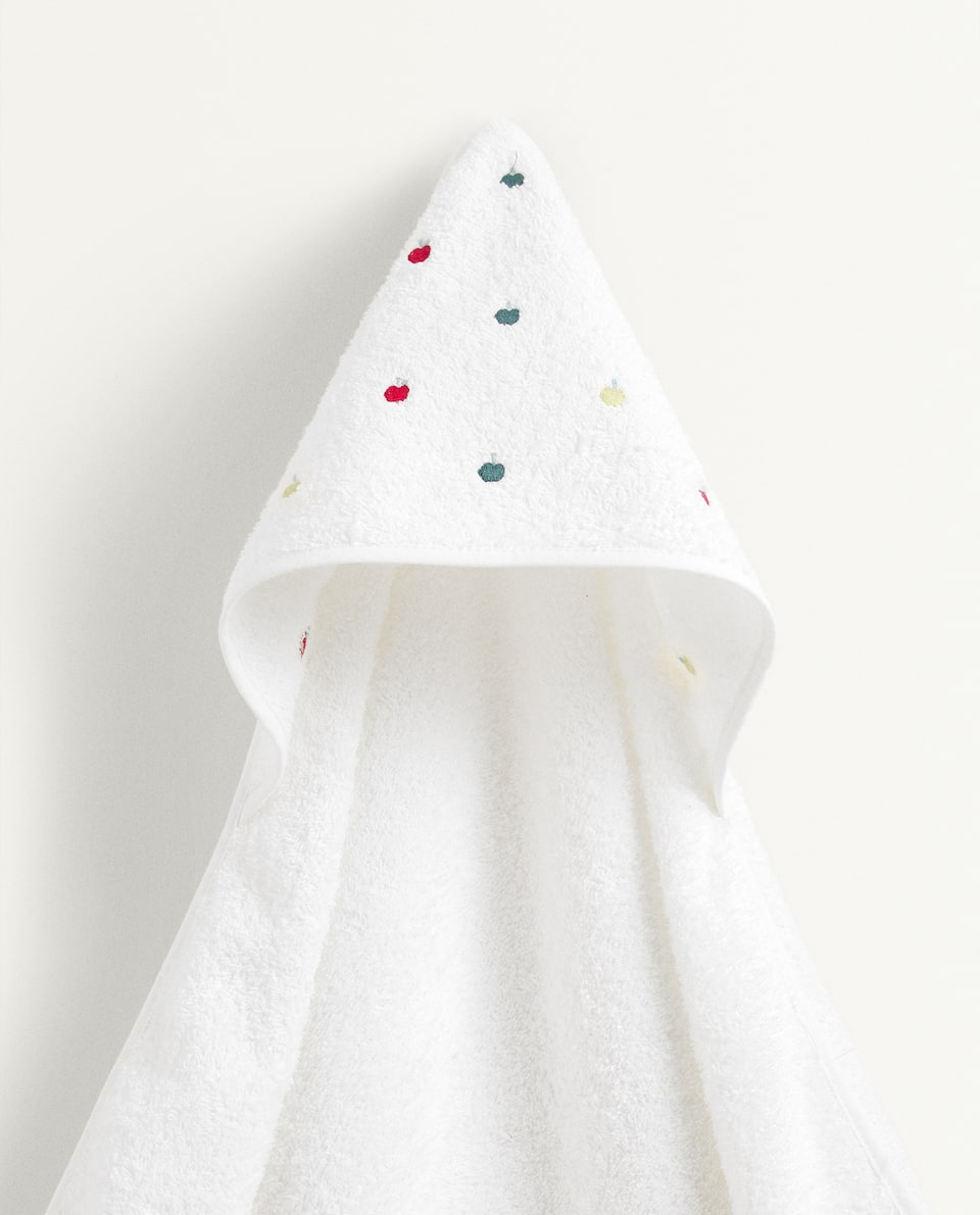 EMBROIDERED APPLES HOODED TOWEL