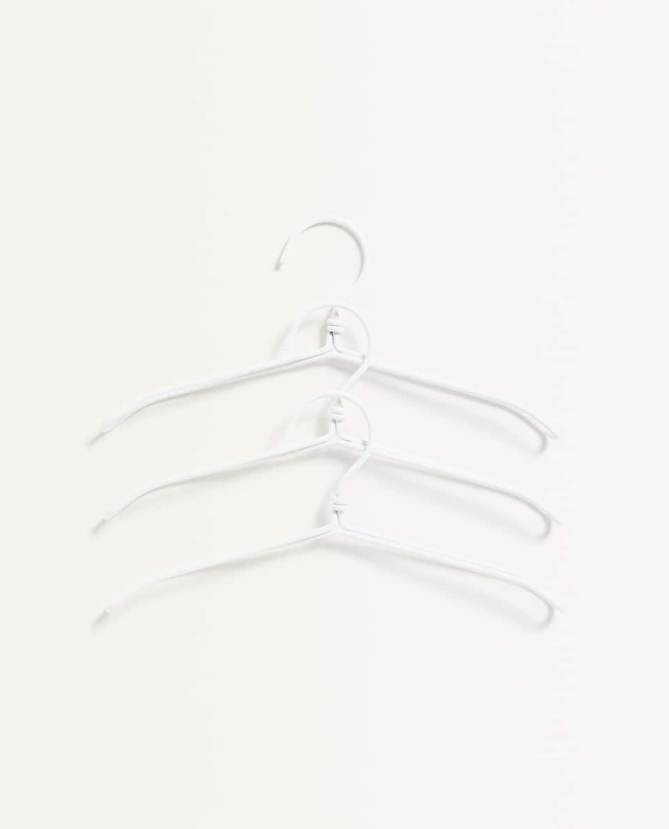 COLOURED METAL HANGER (PACK OF 3)