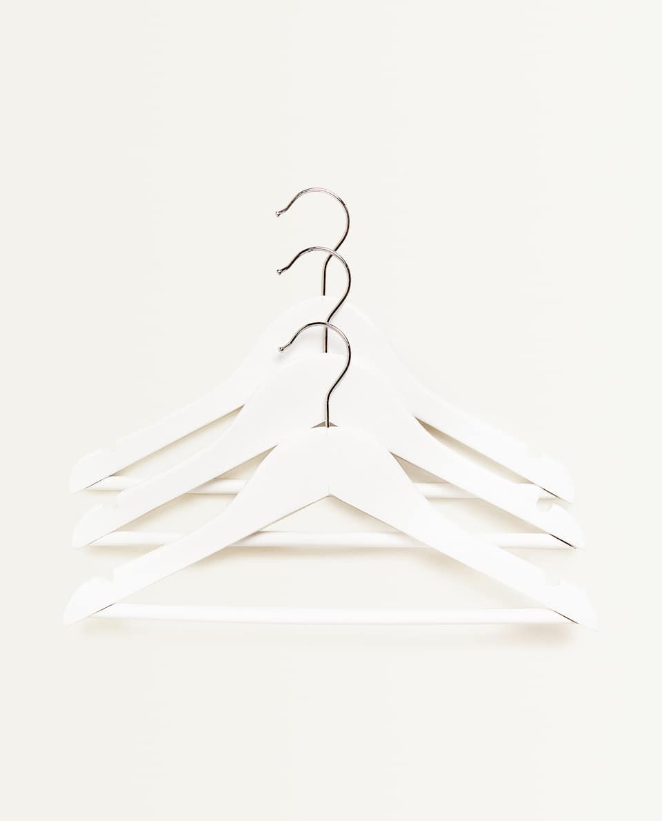 BASIC WHITE HANGERS (SET OF 3)
