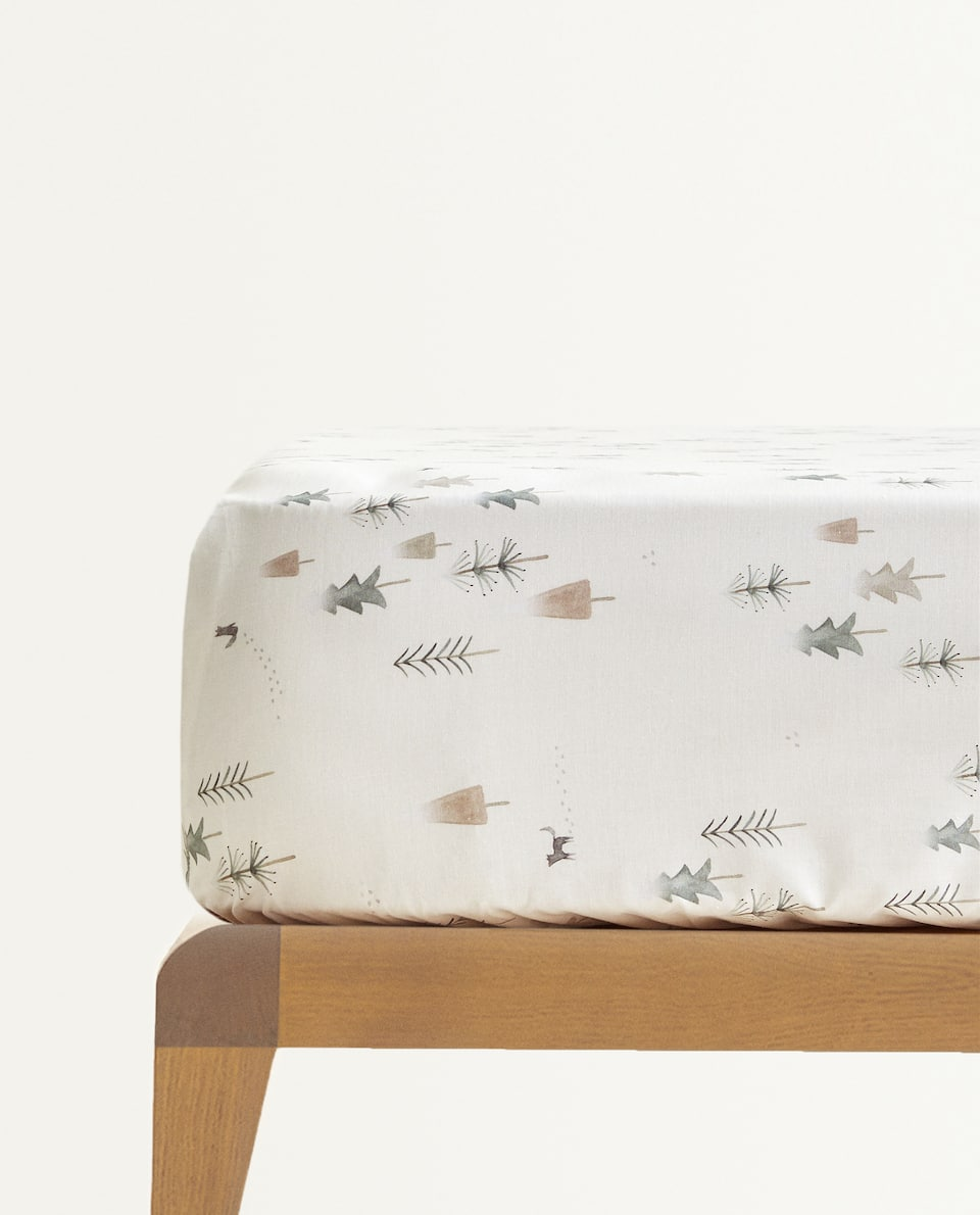CHRISTMAS SCENE FITTED SHEET