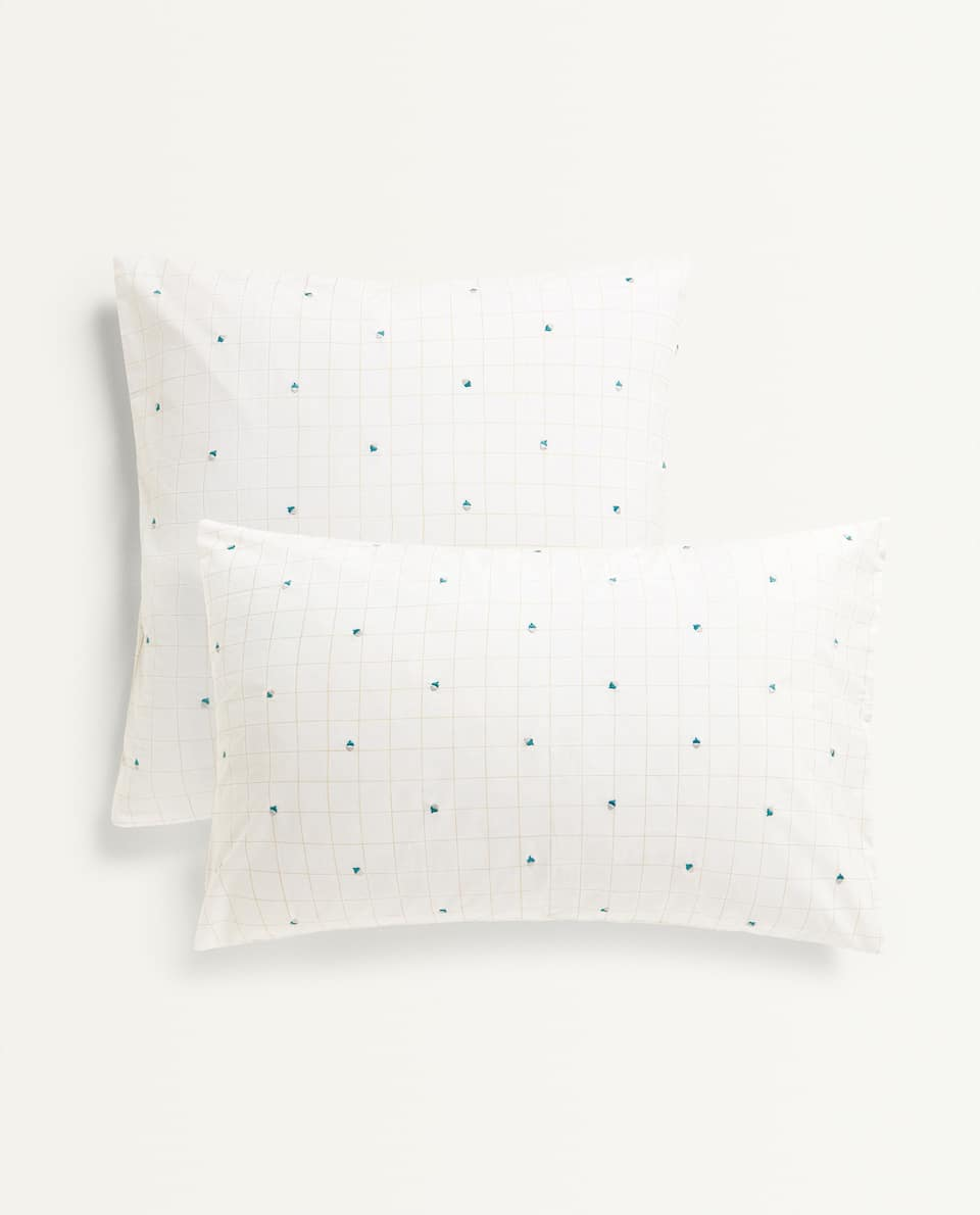CHECK AND ACORN PILLOWCASE