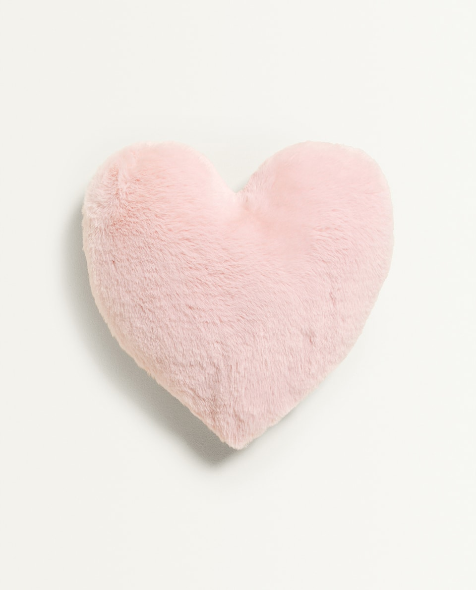 FAUX FUR HEART-SHAPED CUSHION