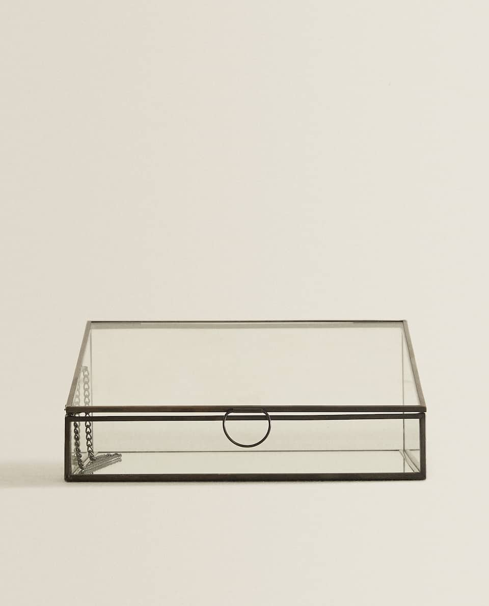ASYMMETRIC GLASS BOX