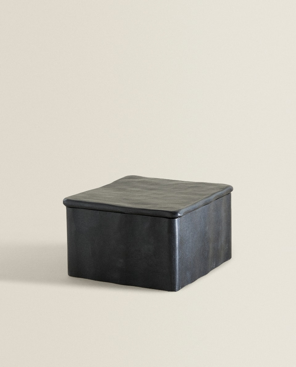 SQUARE BOX WITH IRREGULAR LID