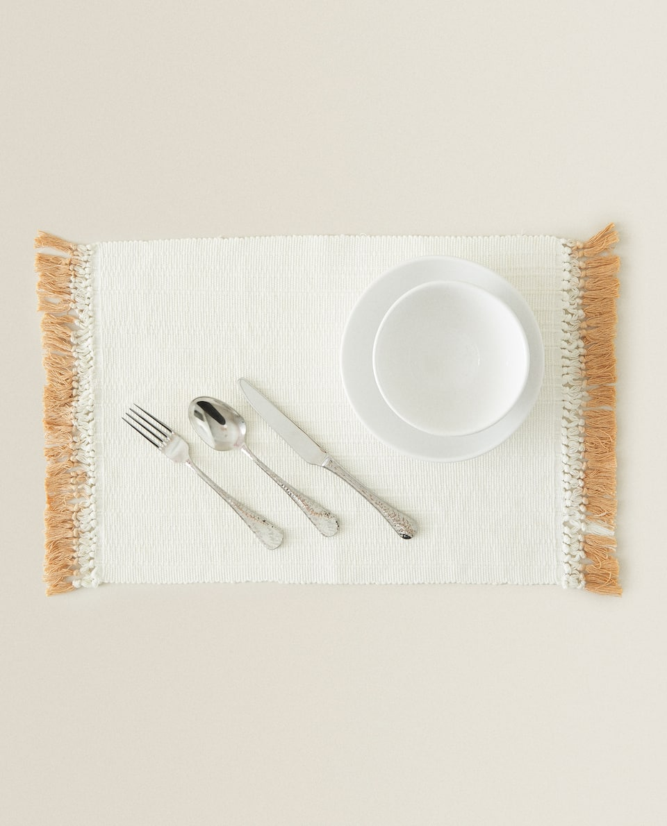 TASSELLED PLACEMAT