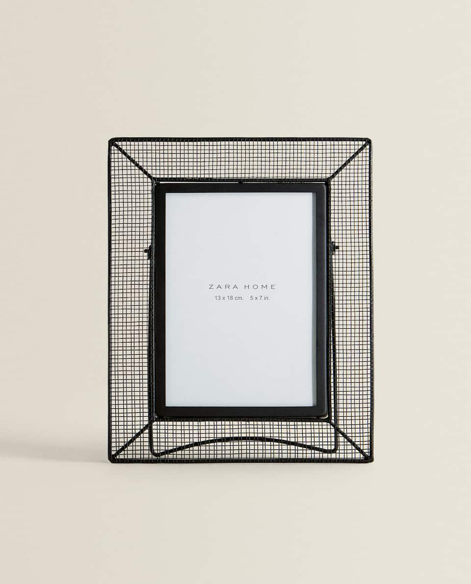 MESH GRID FRAME WITH STAND