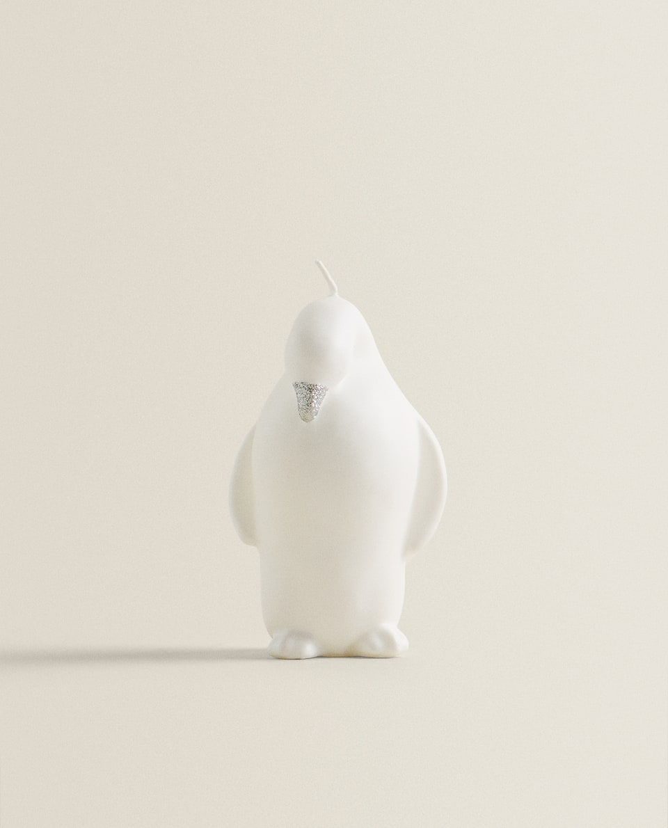 PENGUIN-SHAPED CANDLE
