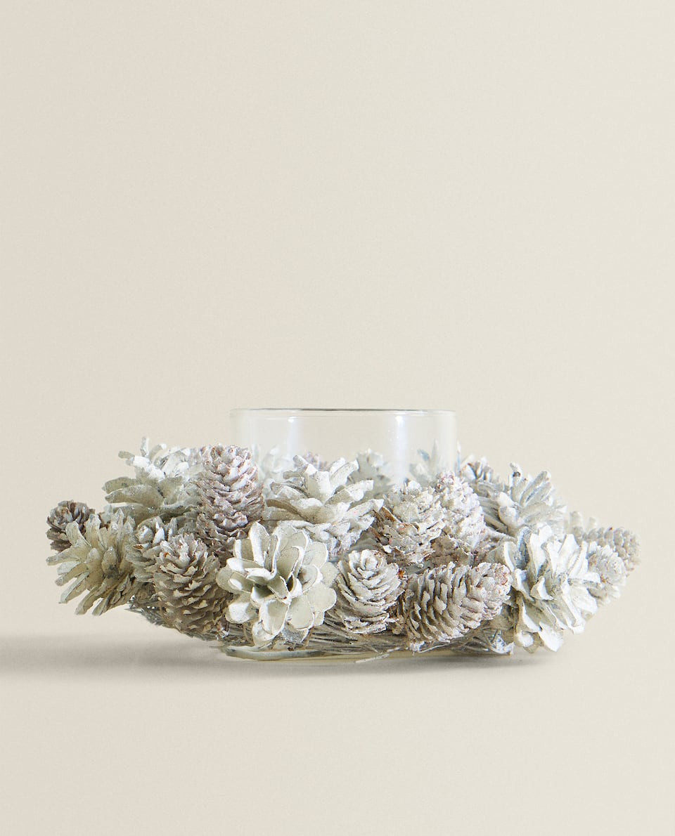 WHITE WREATH TEALIGHT HOLDER