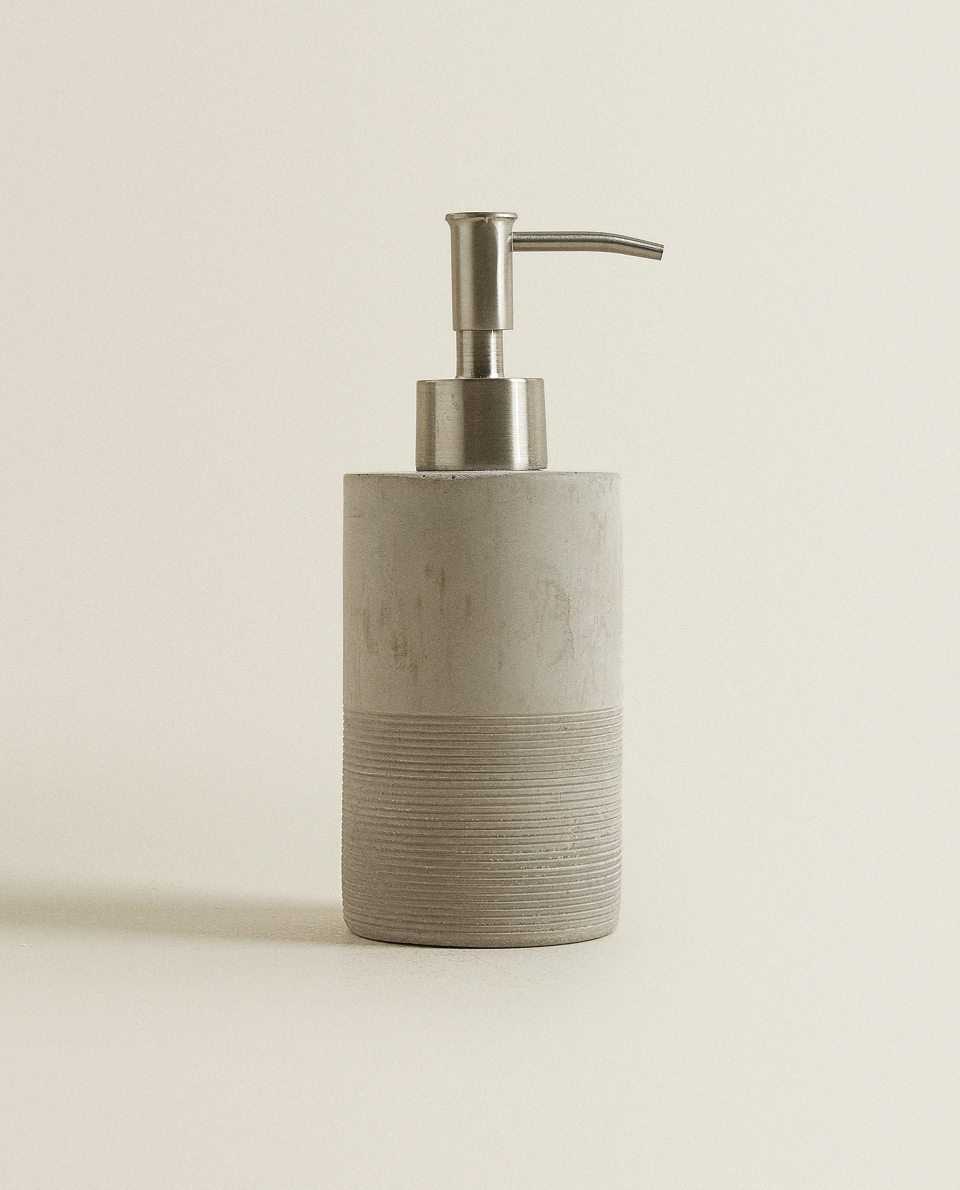 Zara Home Accessori Bagno.Dosatore In Cemento Con Linee