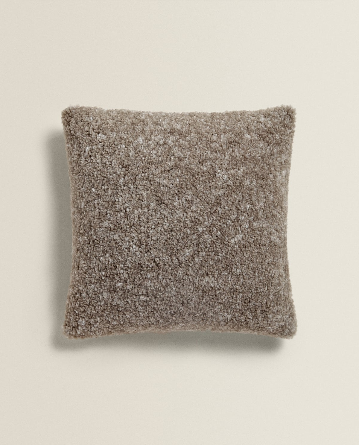 faux-shearling-throw-pillow--throw-pillows---living-room by zara-home