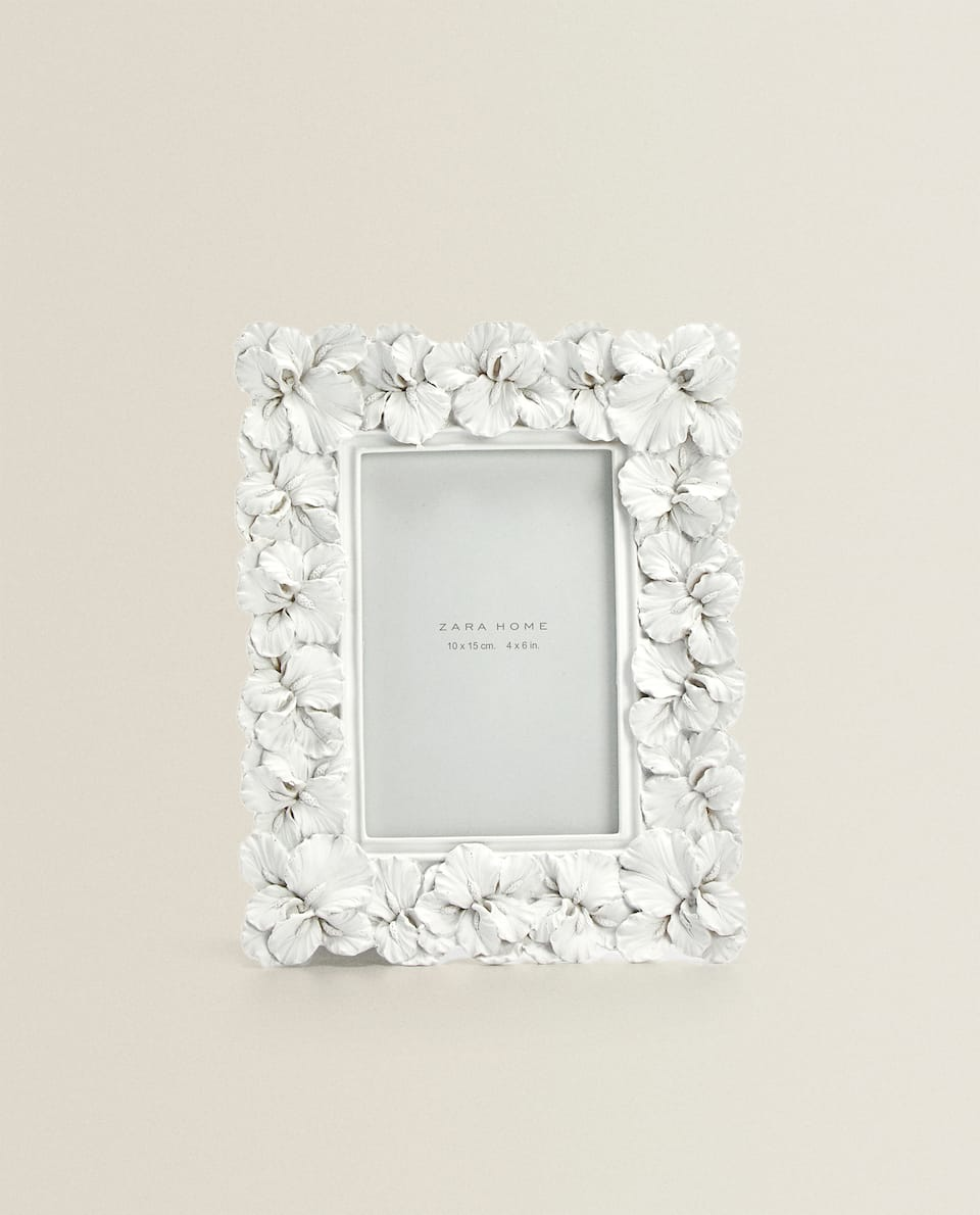 WHITE LEAF-SHAPED FRAME