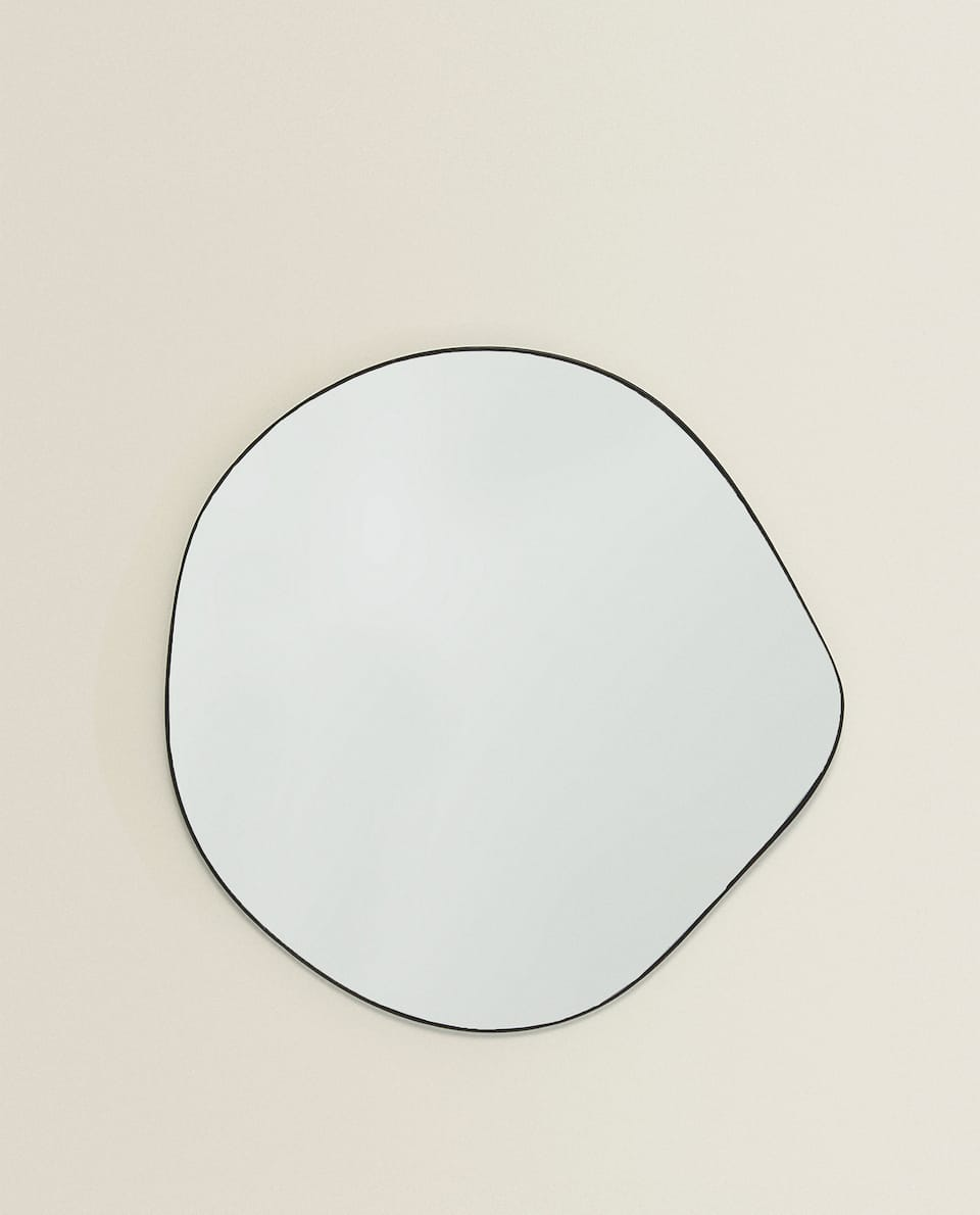 IRREGULAR-SHAPED MIRROR