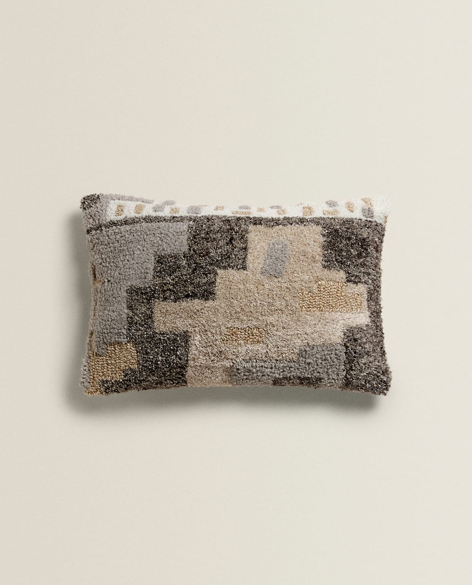 CUSHION FEATURING DECORATION