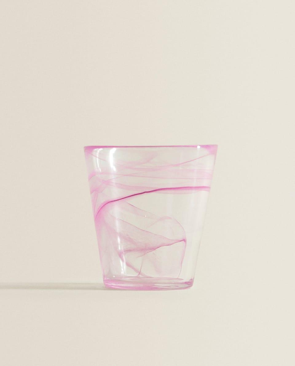 كأس بمظهر رخامي