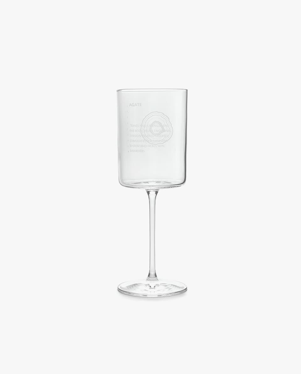 CRYSTALLINE WINE GLASS WITH SQUARE DESIGN