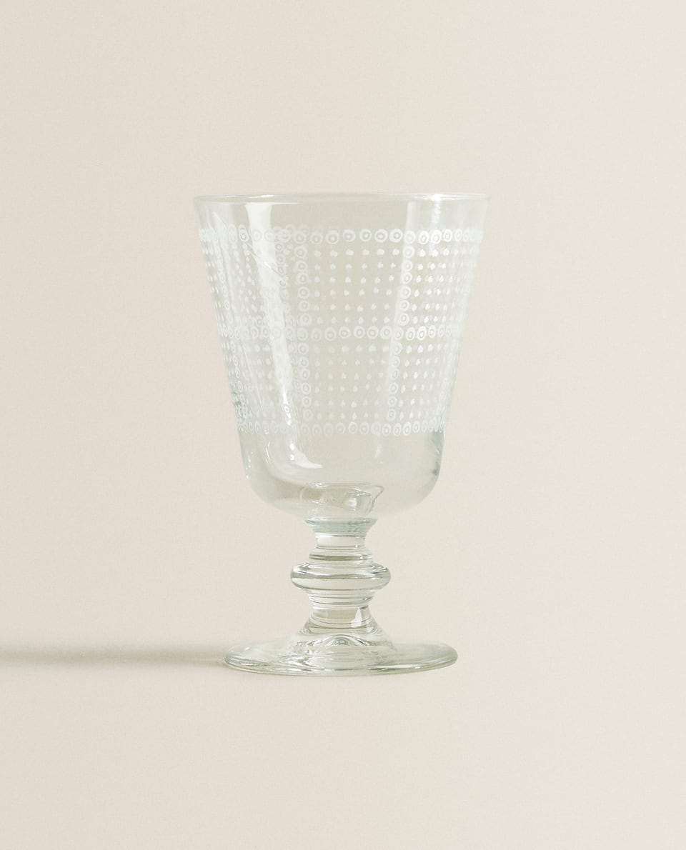 DOTTED WINE GLASS