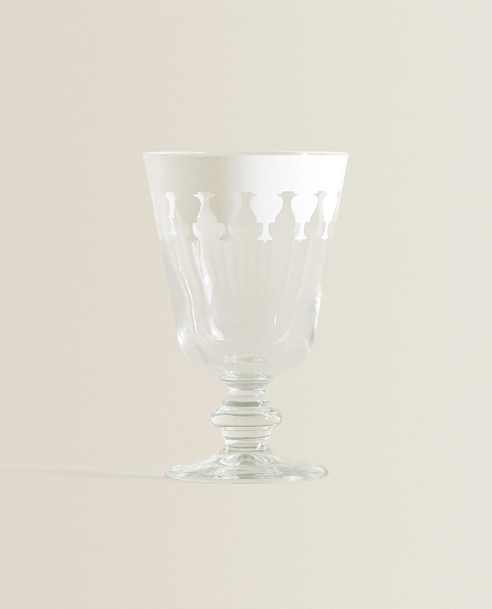 WINE GLASS WITH WHITE AMPHORA BORDER