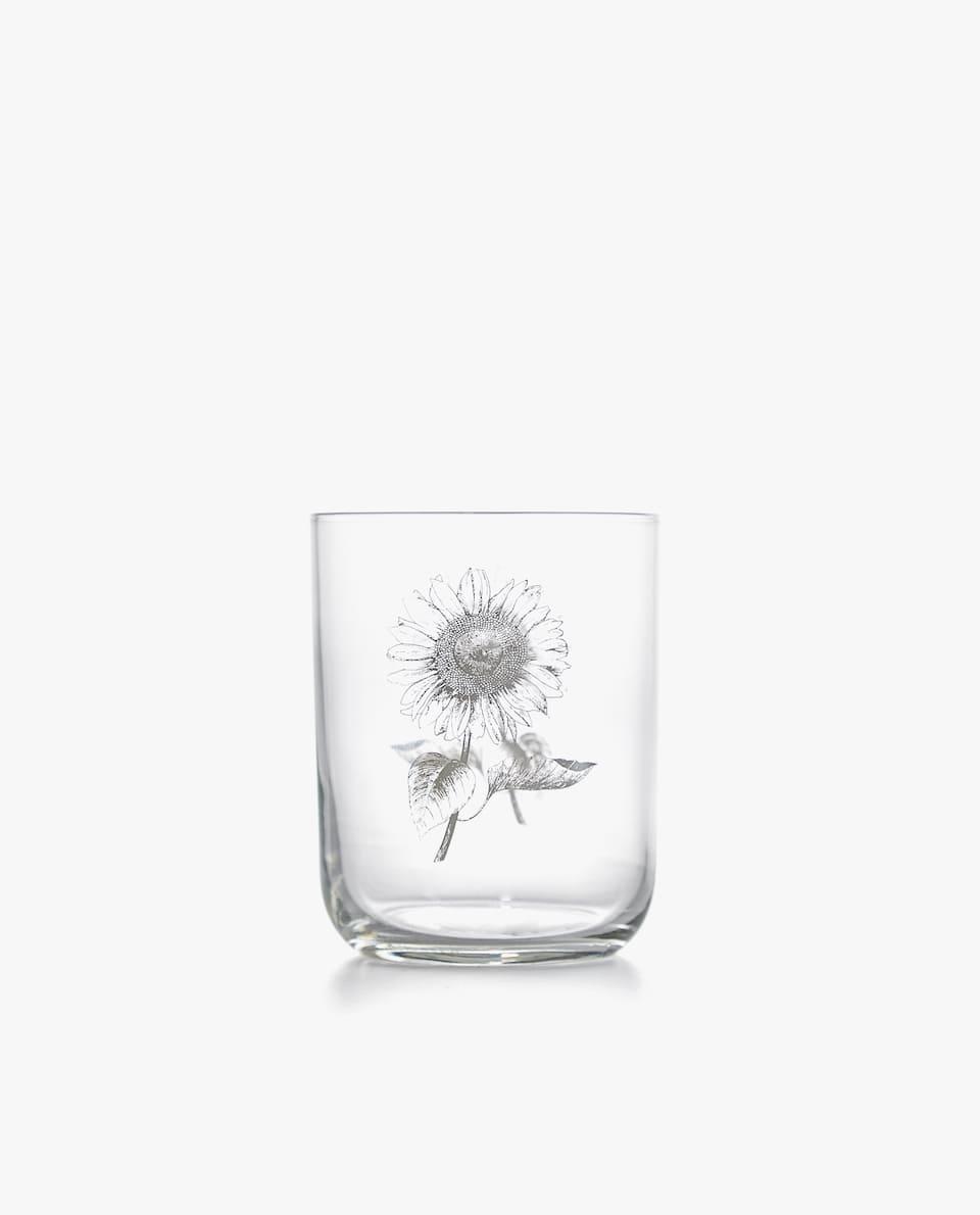 كأس شفافة زهرة