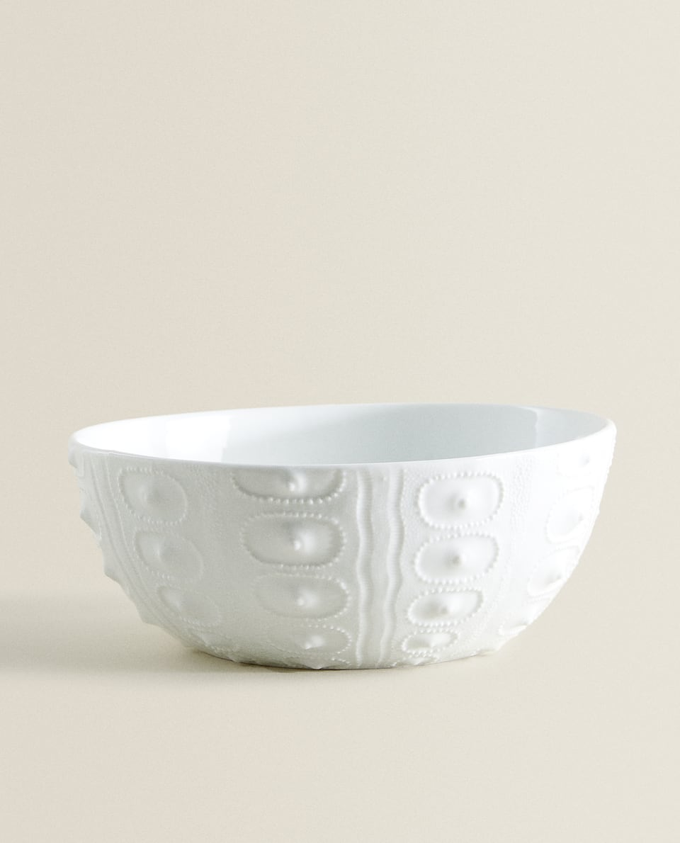 PORCELAIN SALAD BOWL WITH RAISED PATTERN