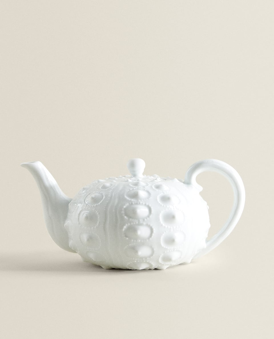PORCELAIN TEAPOT WITH RAISED PATTERN