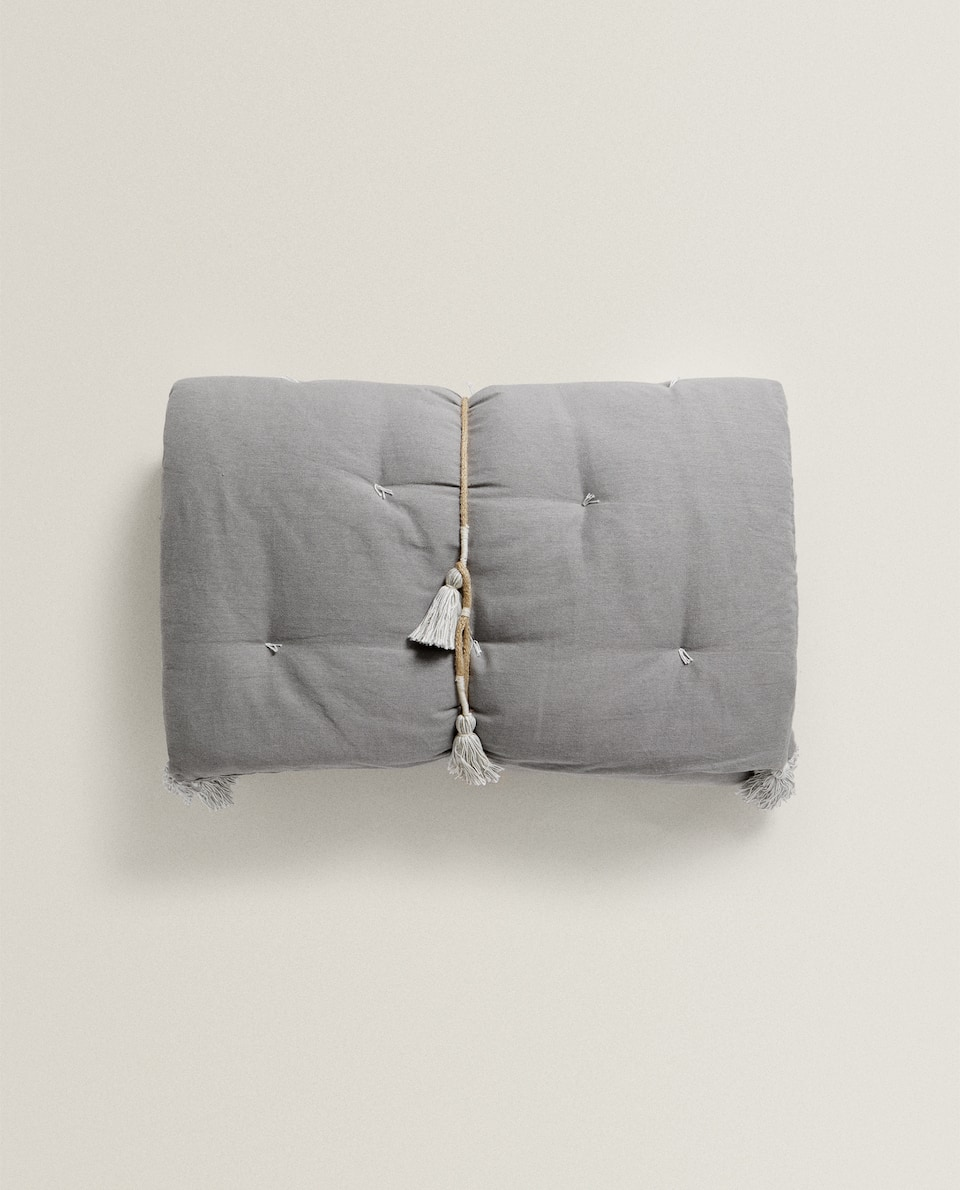GREY SOFA TOPPER