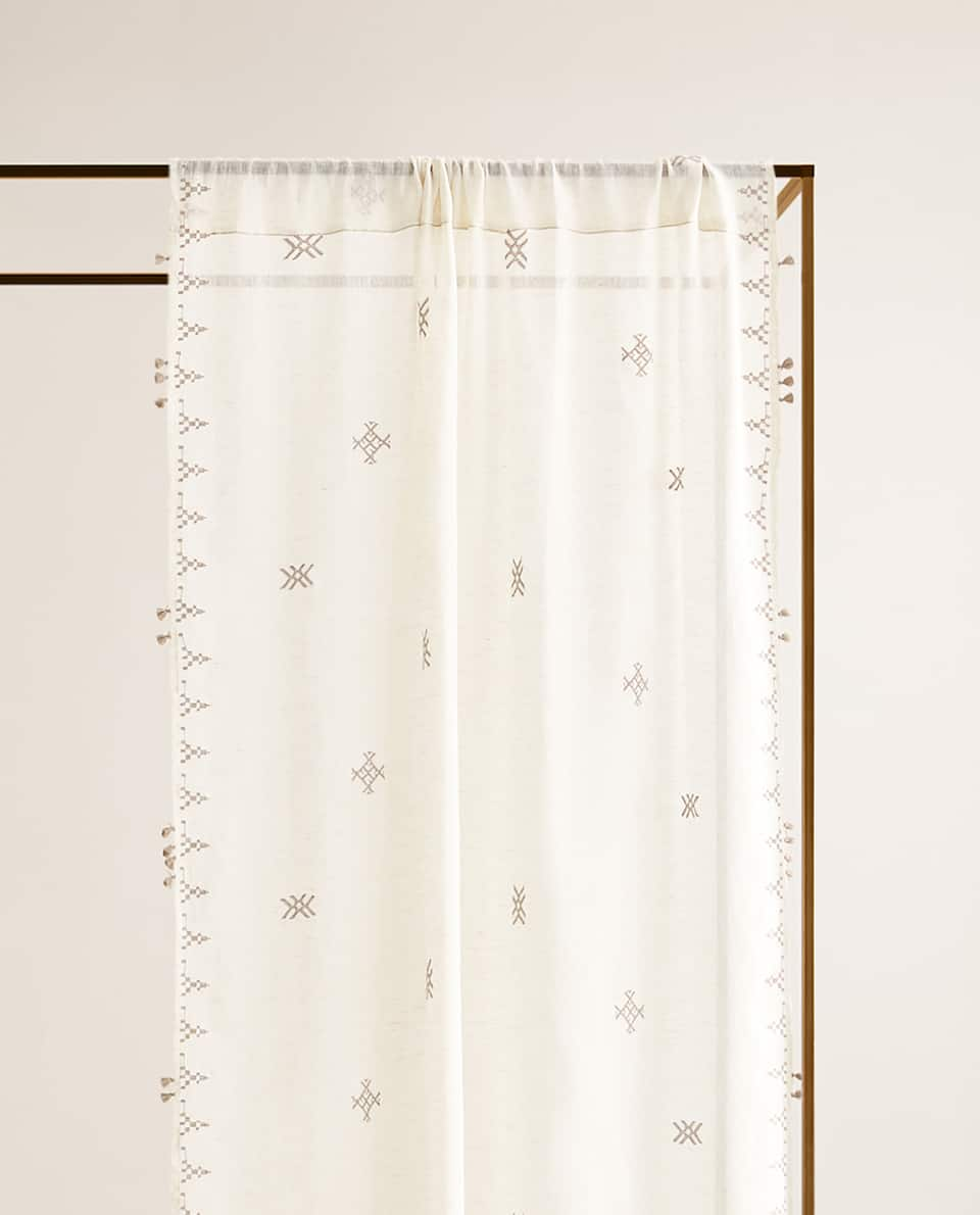 TASSELLED LINEN CURTAIN