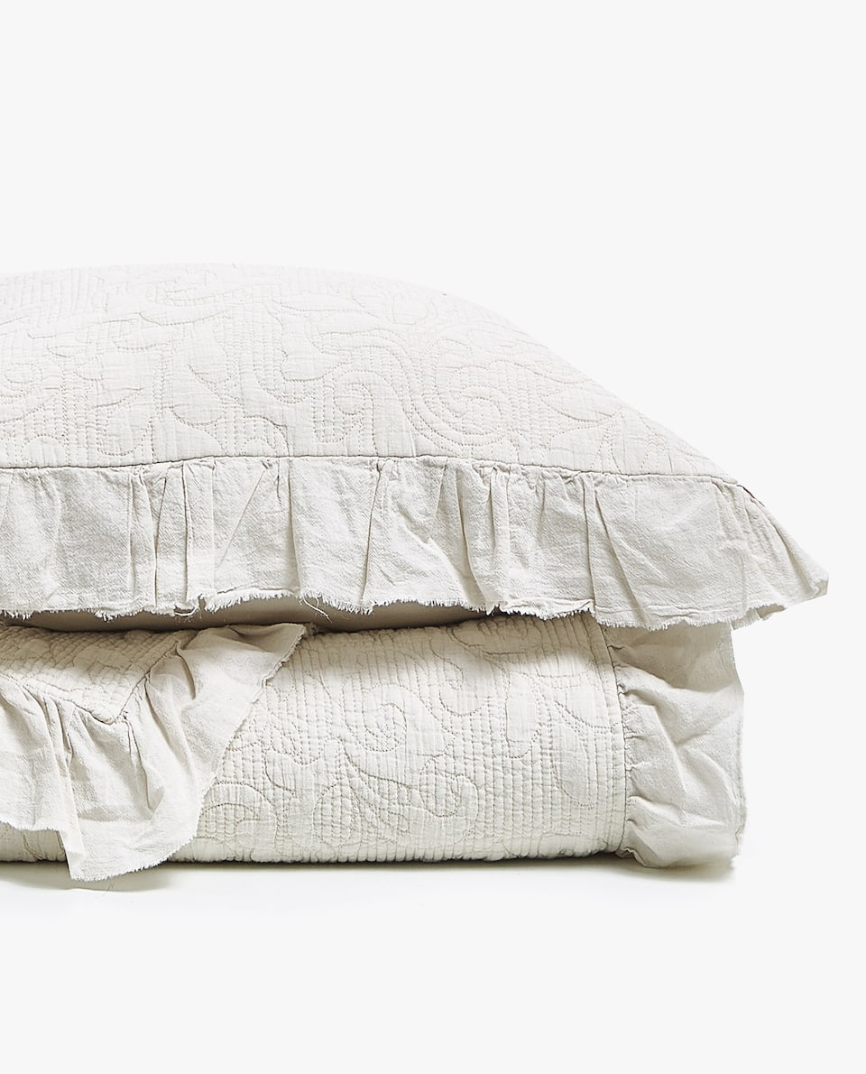 WASHED COTTON QUILT WITH RUFFLE TRIM