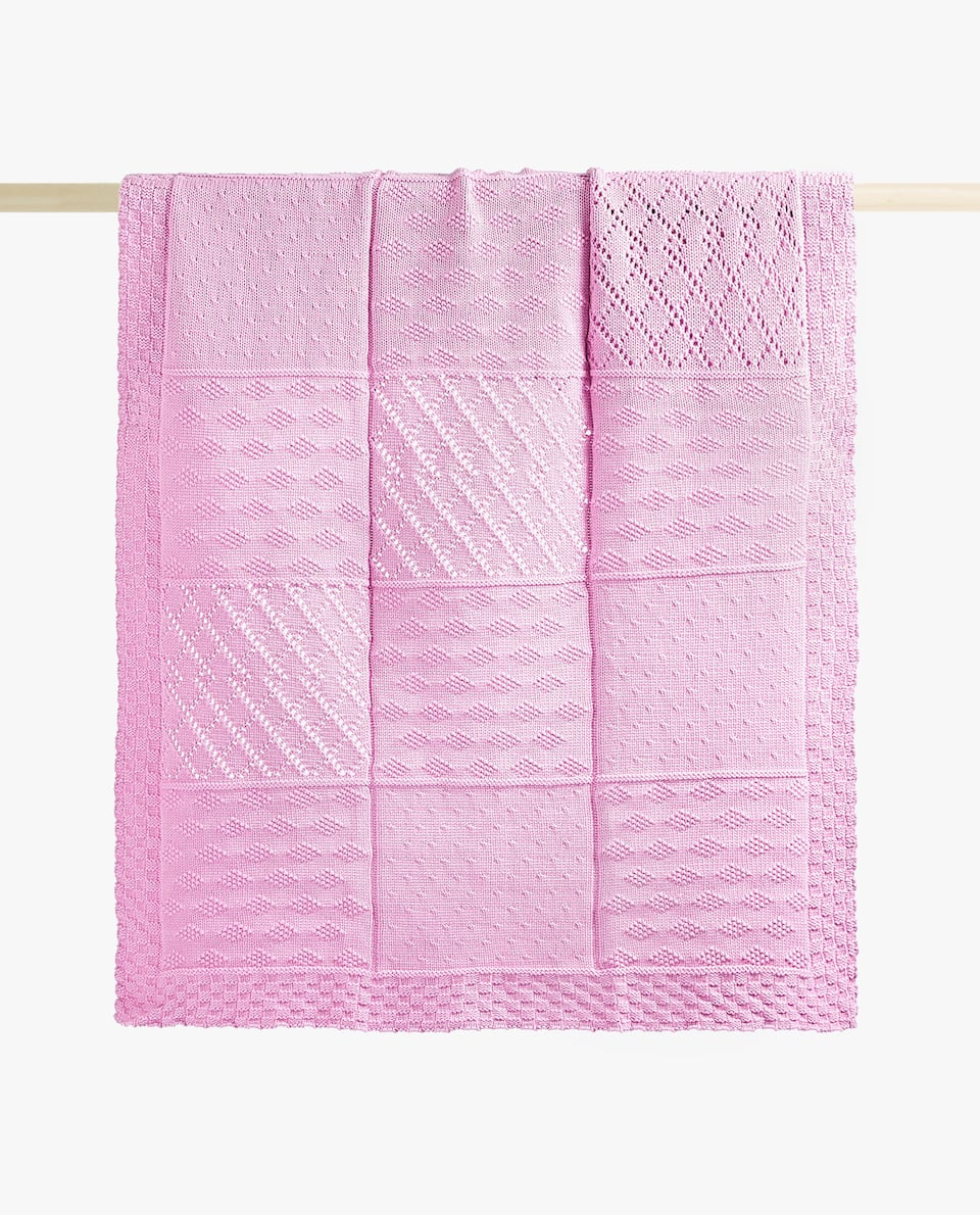 CHECKED KNIT BLANKET