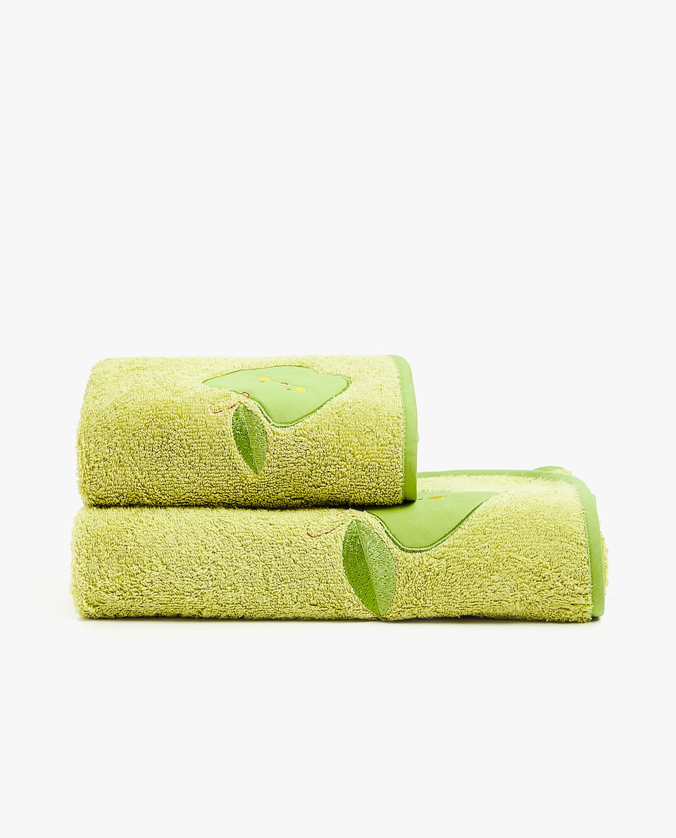 APPLE TOWEL