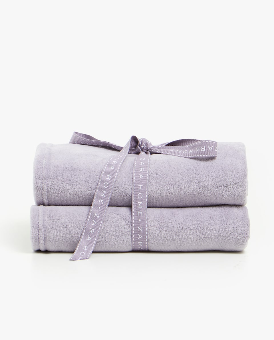 SOLID-COLOURED FLEECE BLANKET