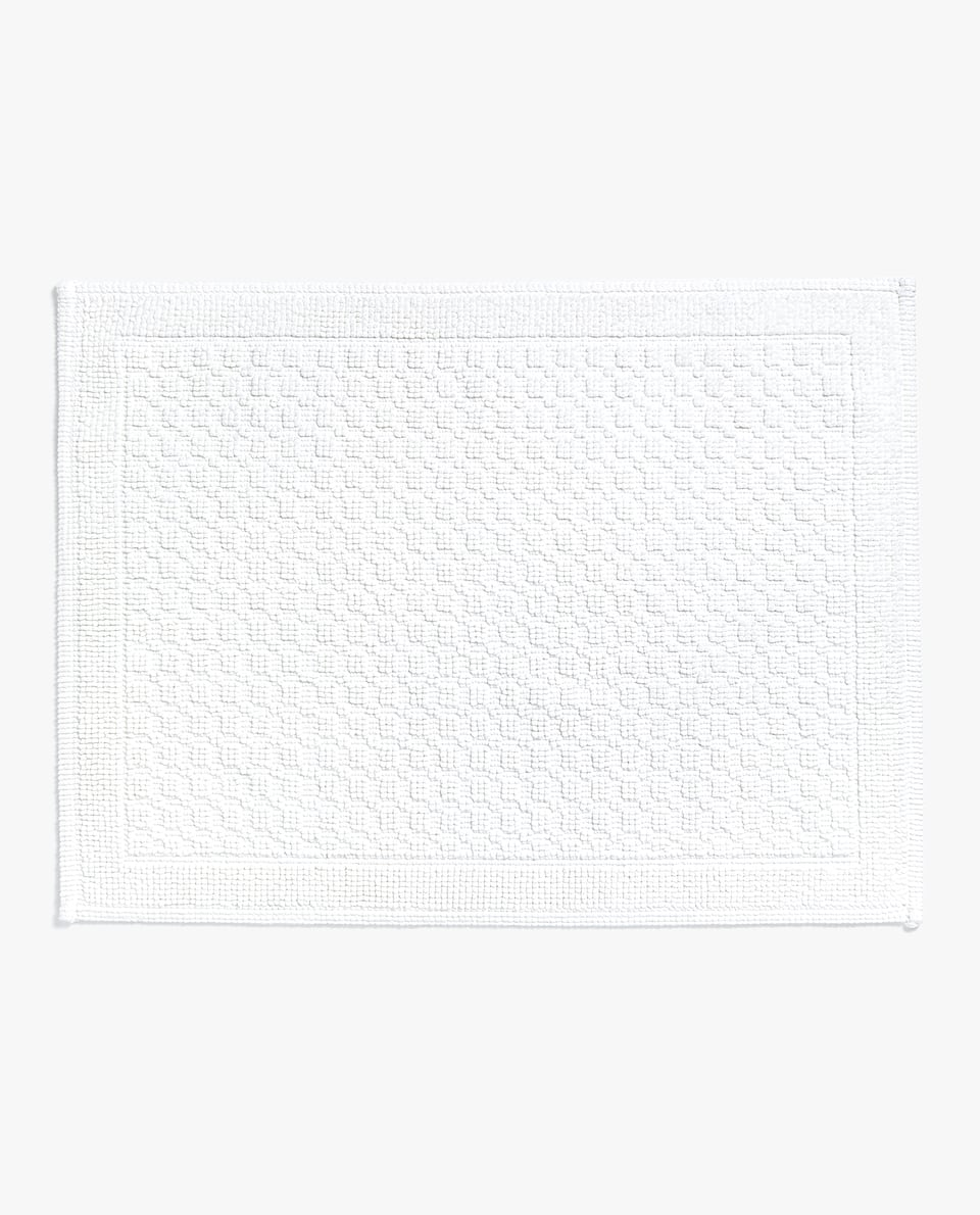 BATH MAT WITH RAISED GEOMETRIC DESIGN